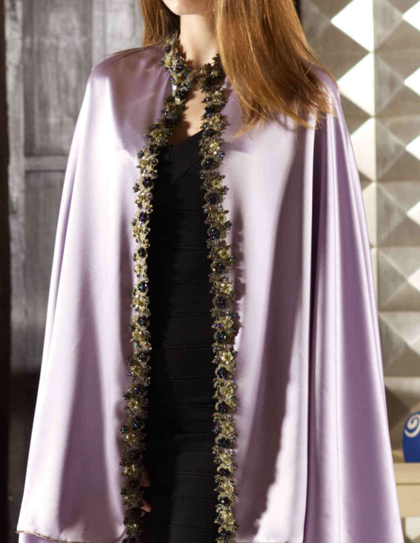 Capa Esfena seda detalles flores