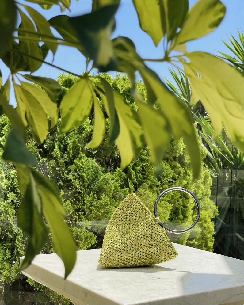 Bolso mini triángulo verde limón Menna Marbella